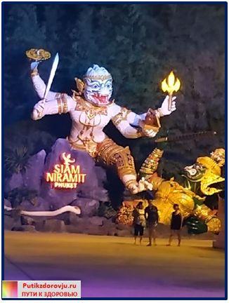 Украшение возле театра Siam Niramit-7